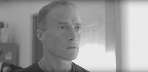 Corre video: Sebastián Keitel actúa en una balada electrónica
