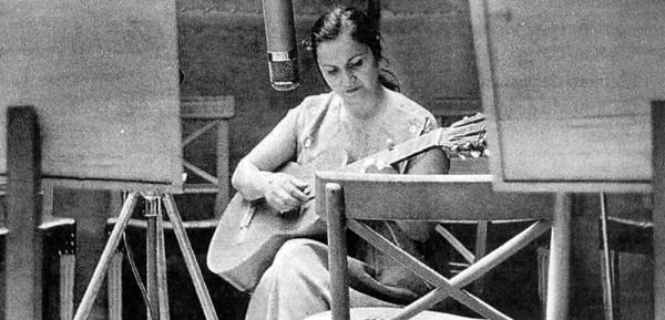 Violeta Parra, cantores populares y el dolor