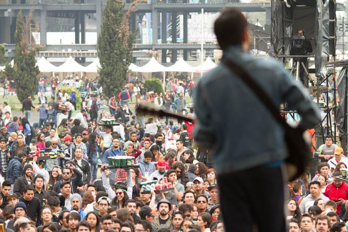 Revive el concierto de Ases Falsos en Vive Latino